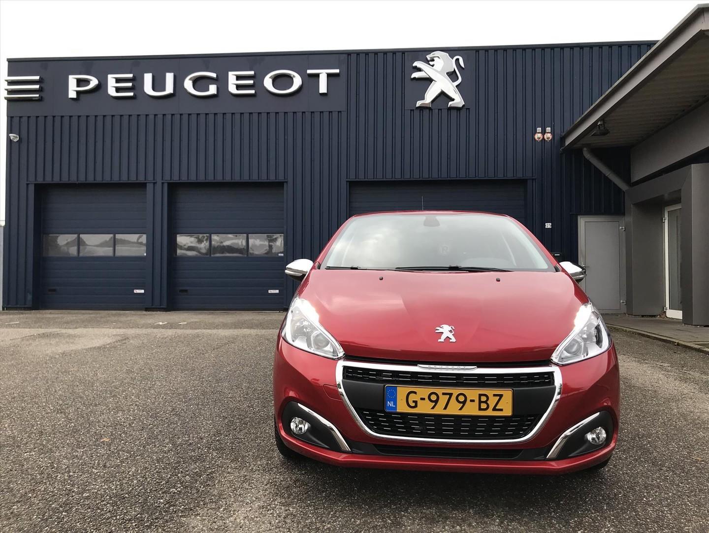 Peugeot 208 1.2 puretech 82pk signature speciale editie