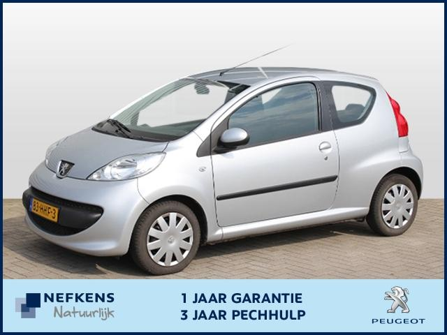 Peugeot 107 Urban move 1.0-12v automaat airco