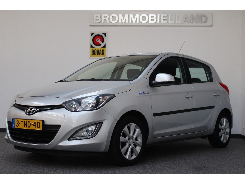 Hyundai I20 1.2i i-deal hoge instap 18.541 km airco parkeersensoren achter 03-2014 1e eigenaar