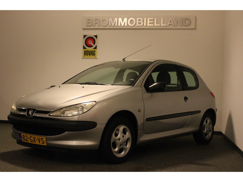 Peugeot 206 1.1 xr 103.736 km nieuwstaat schadevrije auto