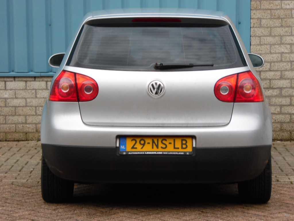 Volkswagen Golf 1.6 16V FSI 85KW 3D Sport Line