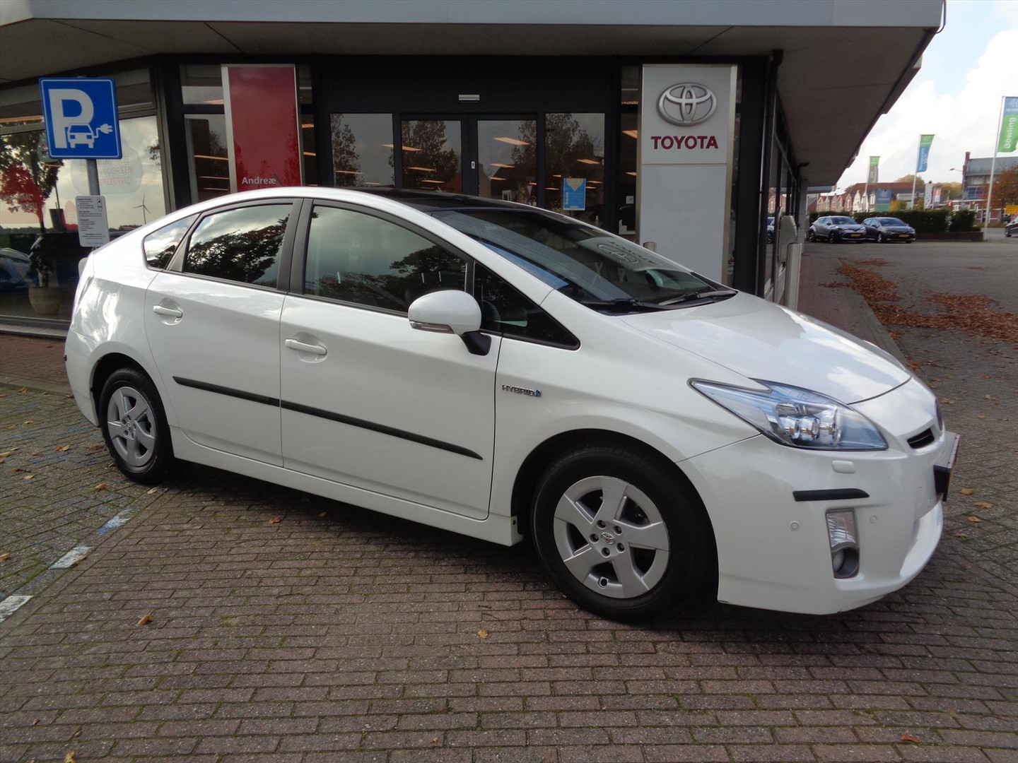 Toyota Prius 1.8 full hybrid executive solar roof