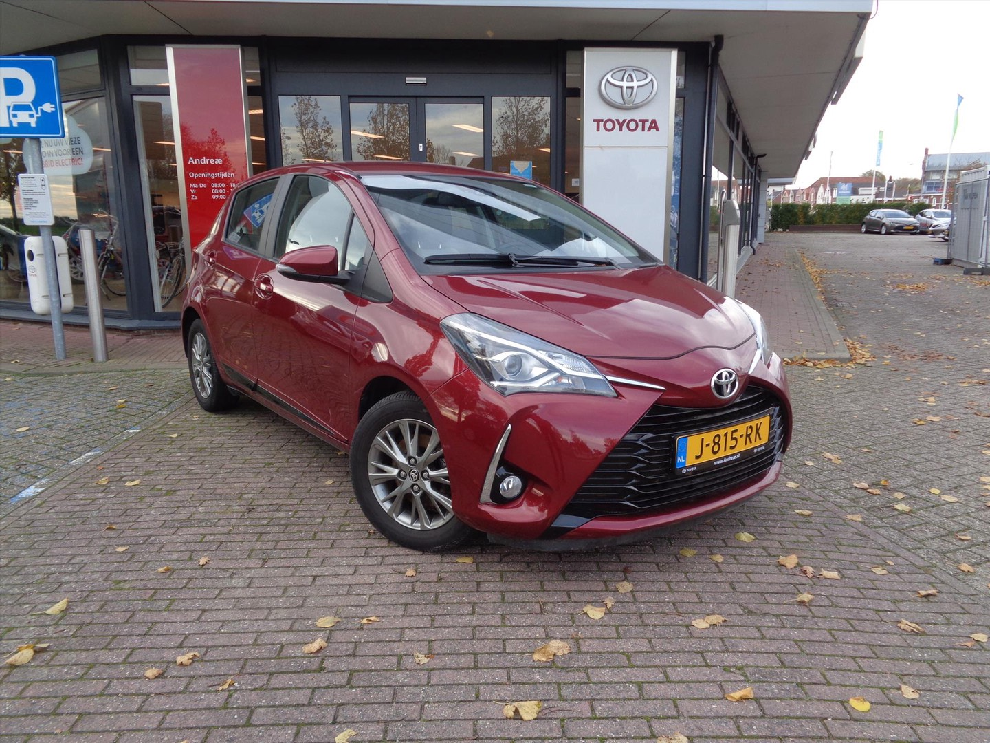 Toyota Yaris 1.5 vvt-i 111pk 5d design red
