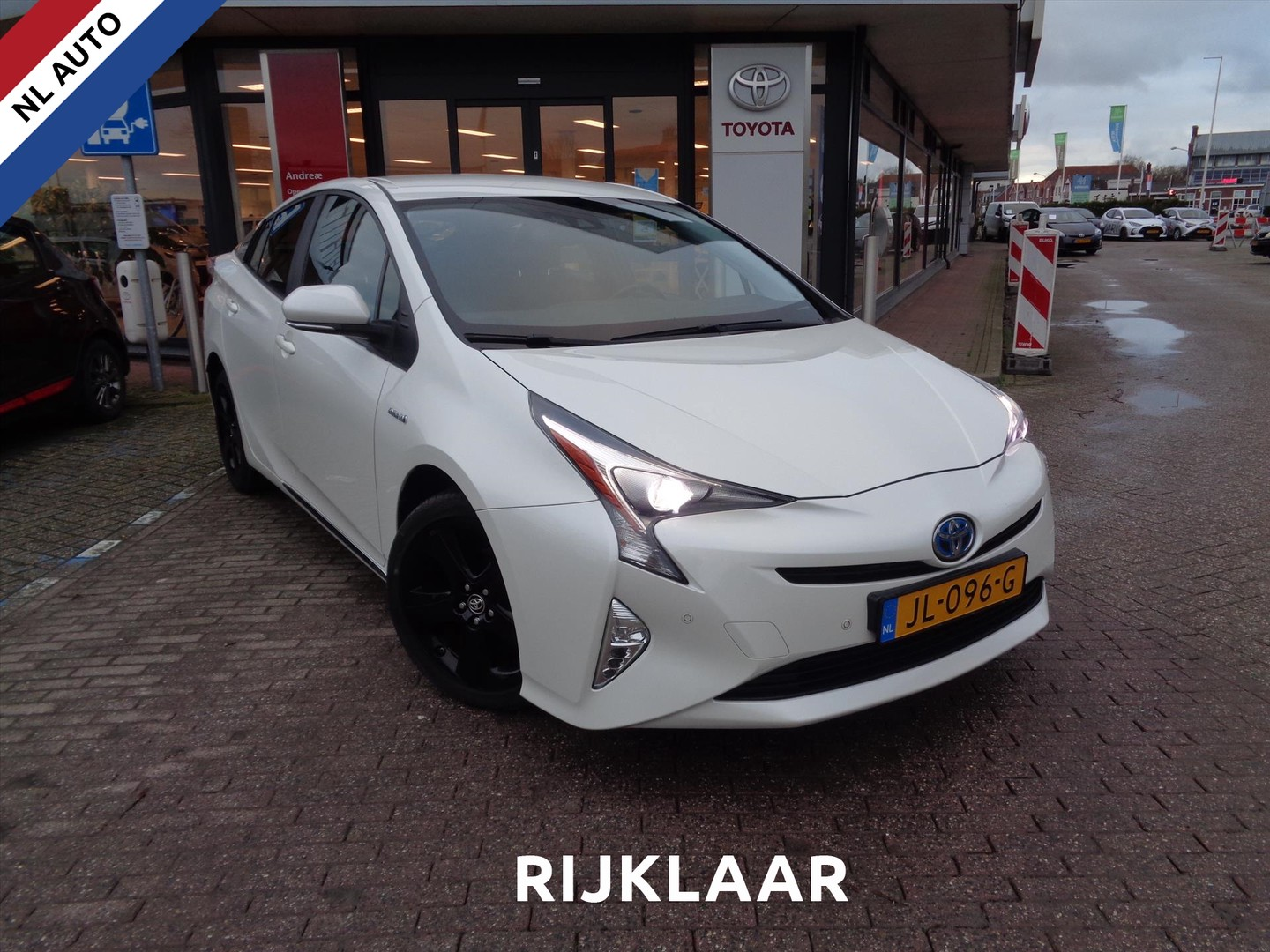 Toyota Prius 1.8 full hybrid 122pk aut business plus