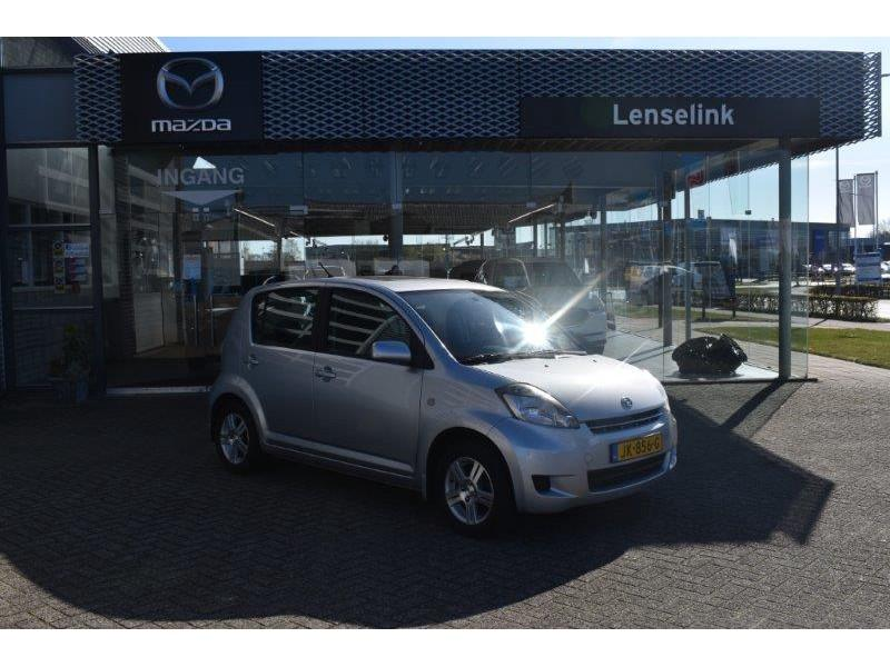 "Daihatsu Sirion 2 1.3-16v prestige airco / 14""lm / elek ramen / opendak / radio-cd"