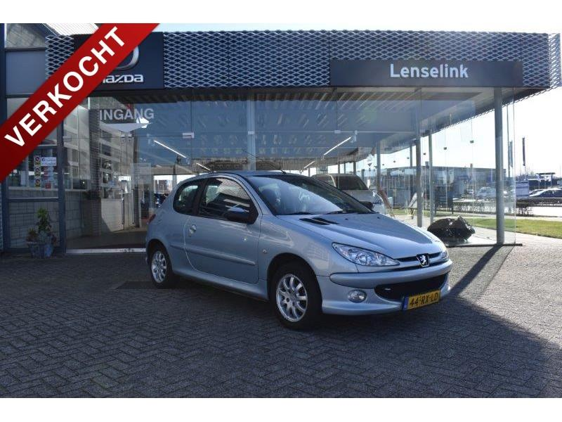 "Peugeot 206 1.4 x-line airco / elek ramen / trekhaak / 14"" lm"