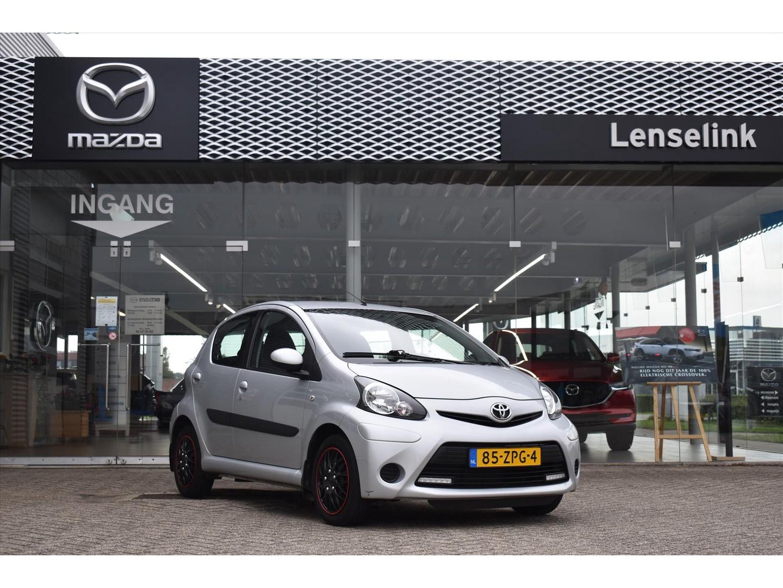Toyota Aygo 1.0 vvt-i aspiration / 5drs / airco / bluetooth / elek. ramen / radio-cd / reservewiel / aux aansluiting