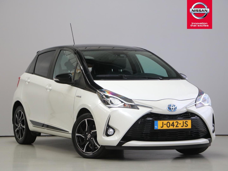 Toyota Yaris 1.5 hybrid bi-tone