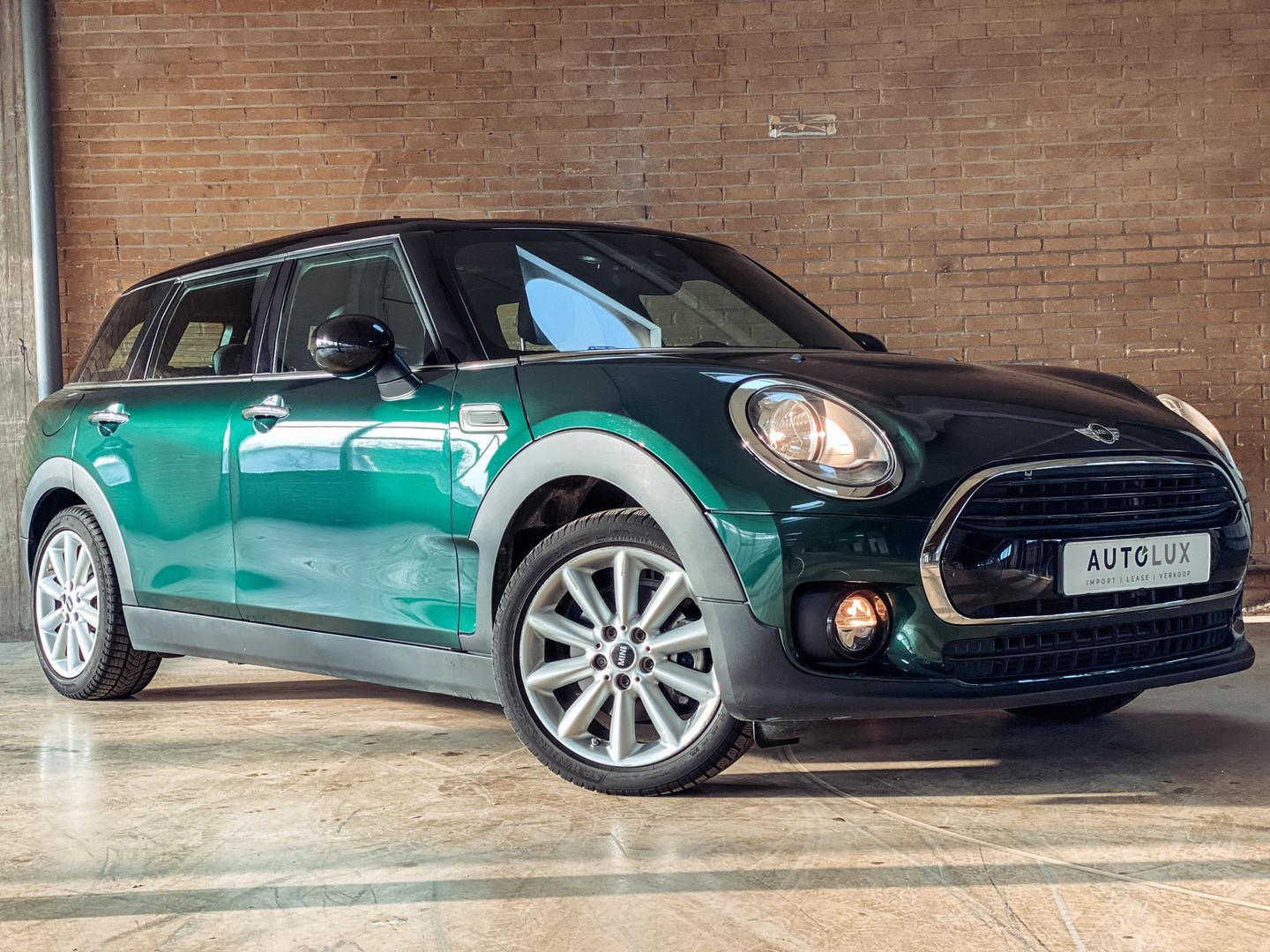 Mini Clubman 1.5 cooper chili serious business british racing green/ automaat/ pano/ navi/ voorruitverwarming