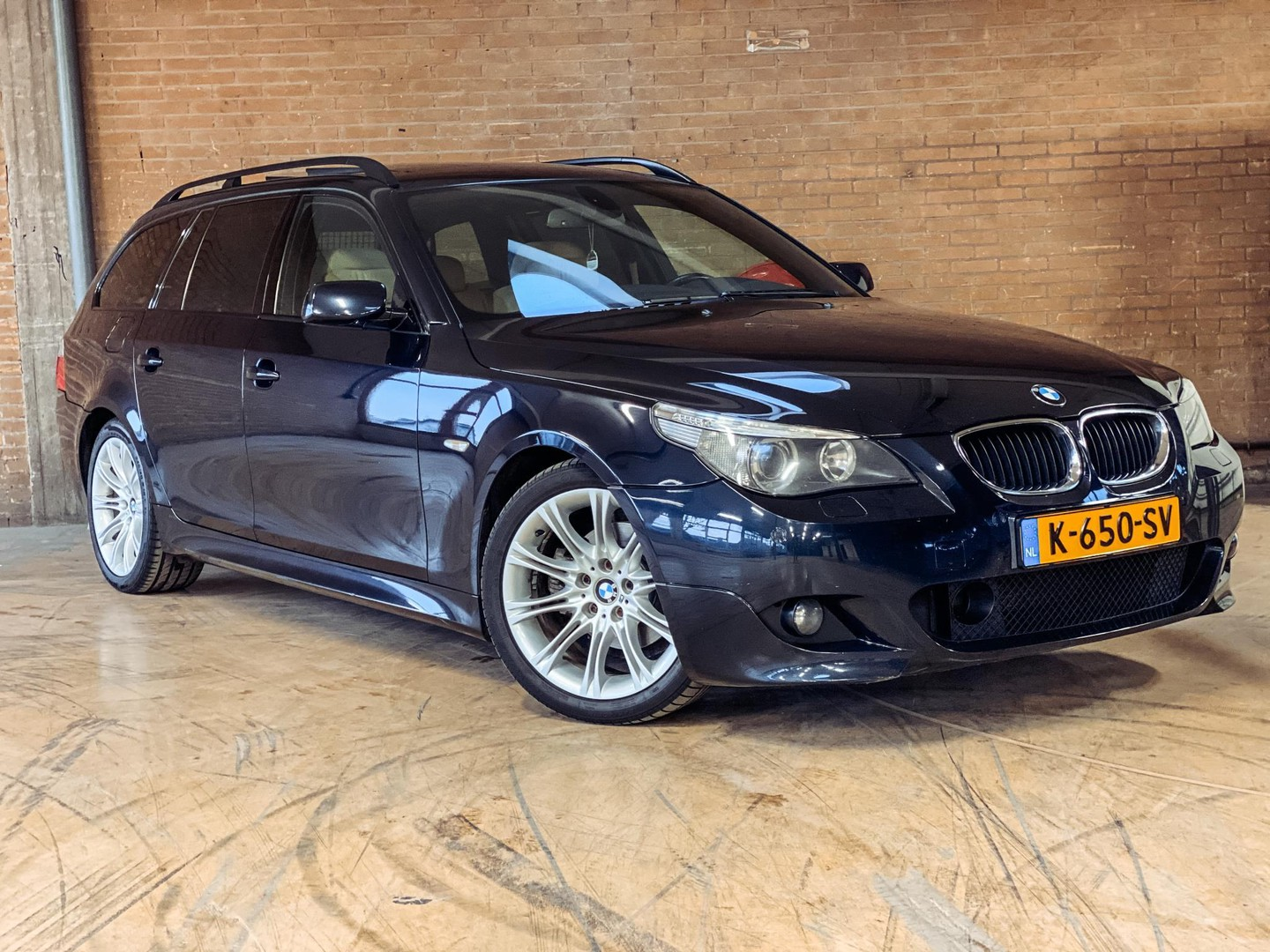 Bmw 5 serie Touring 525d high executive youngtimer! m-sport/ leder/ panoramadak/ adaptive cruise/ bom vol opties! 1e eigenaar!