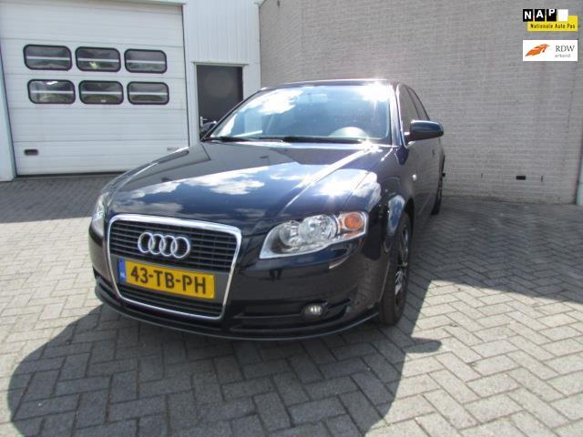 Audi A4 2.0 pro line business airco/cv/stereo/trekhaak/navi