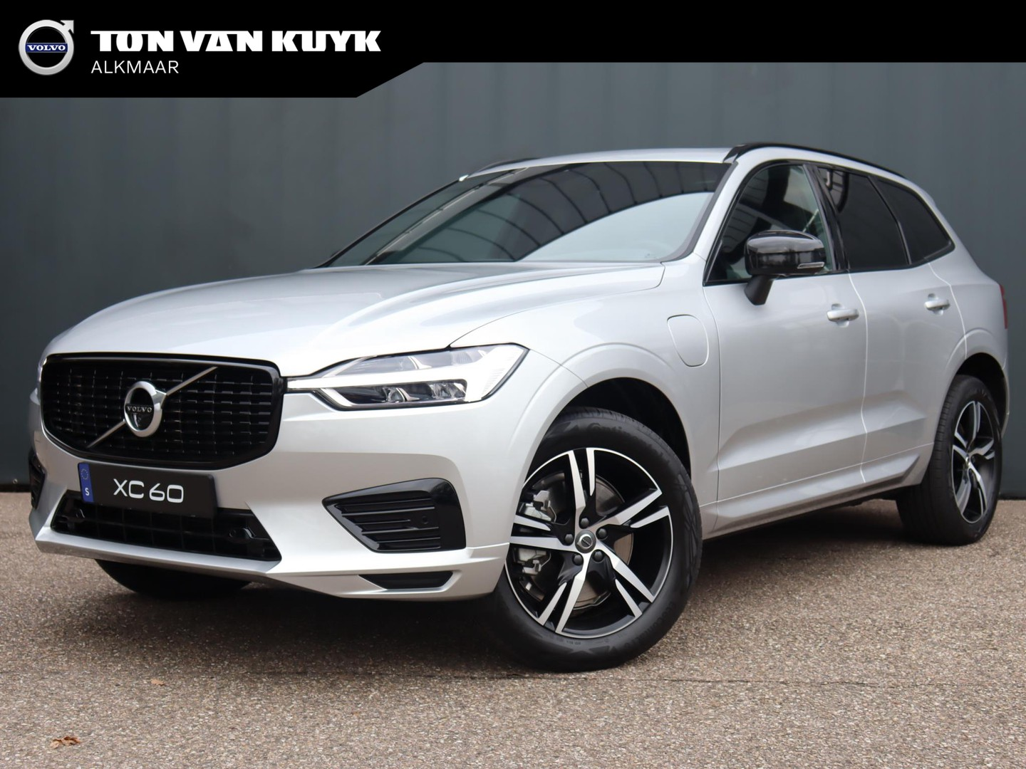 Volvo Xc60 2.0 recharge t6 awd r-design / climate pack / lounge pack / draadloos opladen / getint glas