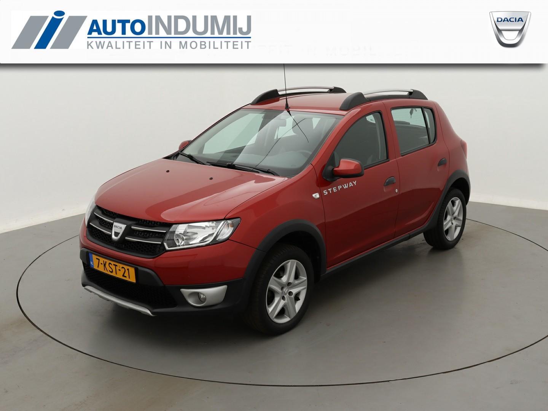 Dacia Sandero Tce 90 stepway lauréate / navigatie / parkeersensoren achter / trekhaak!
