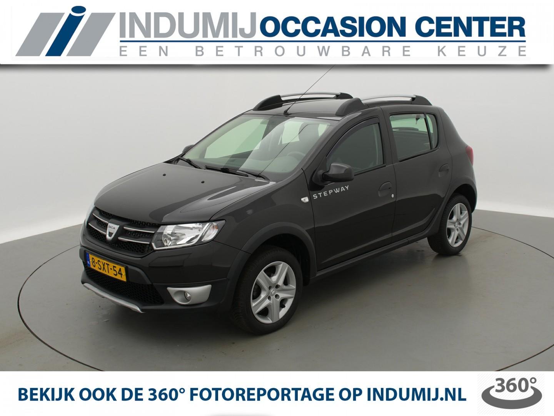 Dacia Sandero Tce 90 stepway lauréate // navi / parkeersensoren achter / trekhaak!