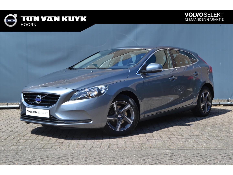 Volvo V40 2.0 d2 120pk momentum business / navigatie / telefoon / trekhaak