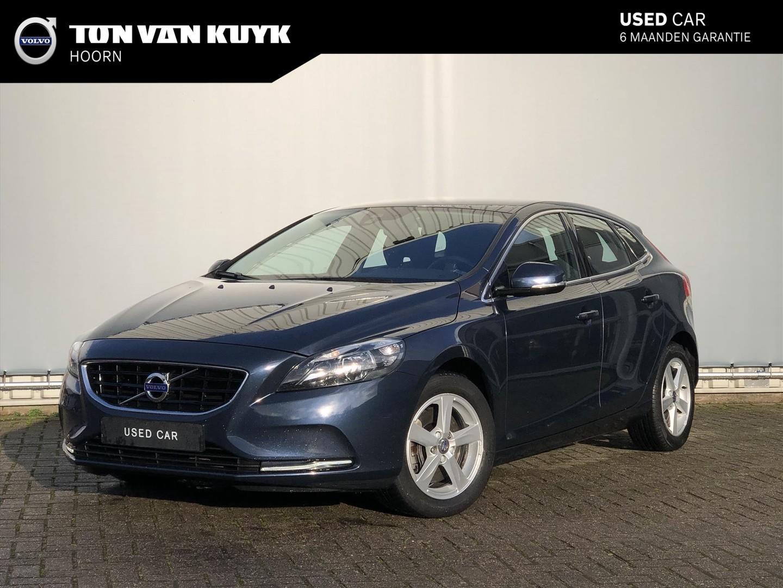 Volvo V40 2.0 d4 190pk momentum / navigatie / parkeersensoren / trekhaak