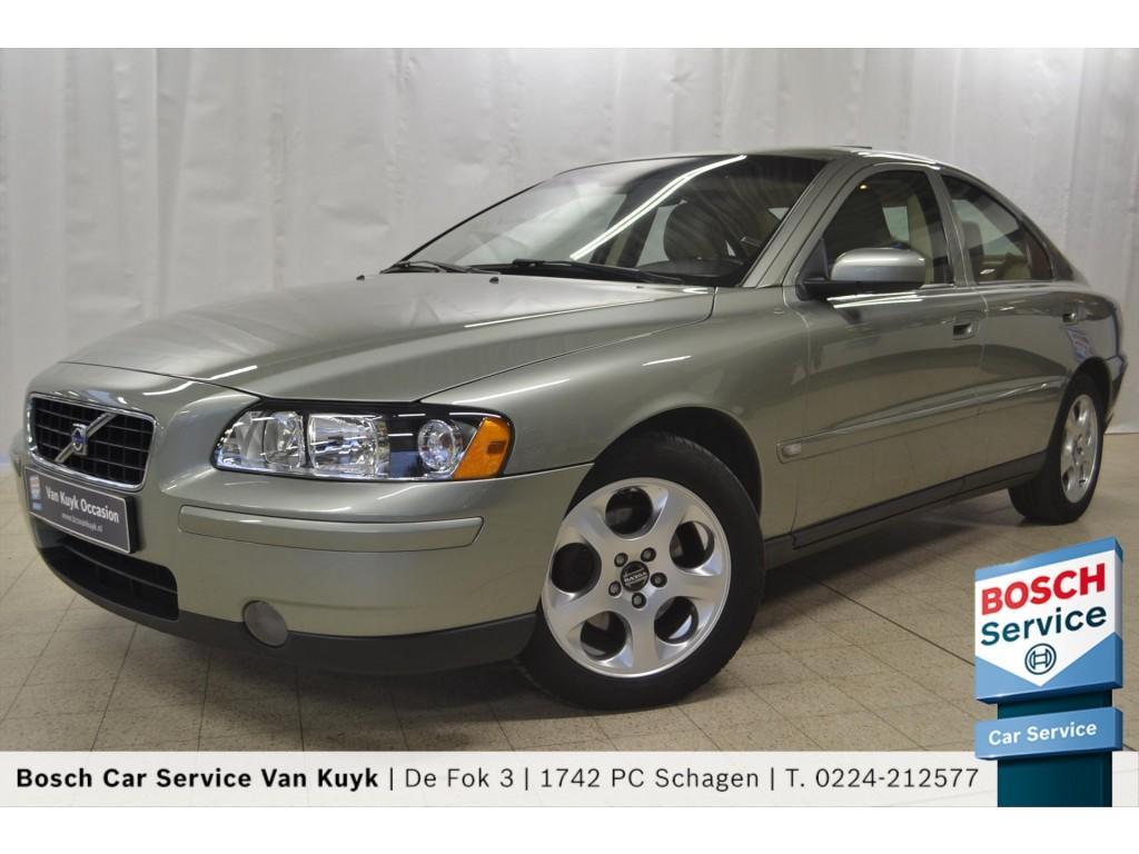 Volvo S60 2.4 140pk aut kinetic / leder / pdc / trekhaak / schuifdak