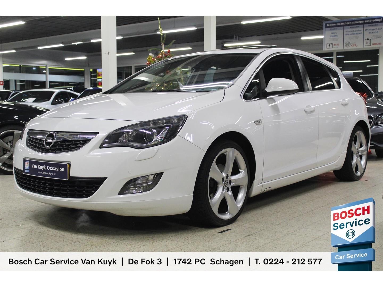 "Opel Astra 1.4 turbo ecotec 140pk sport / navigatie / xenon / schuifdak / 19"" lm velgen /"