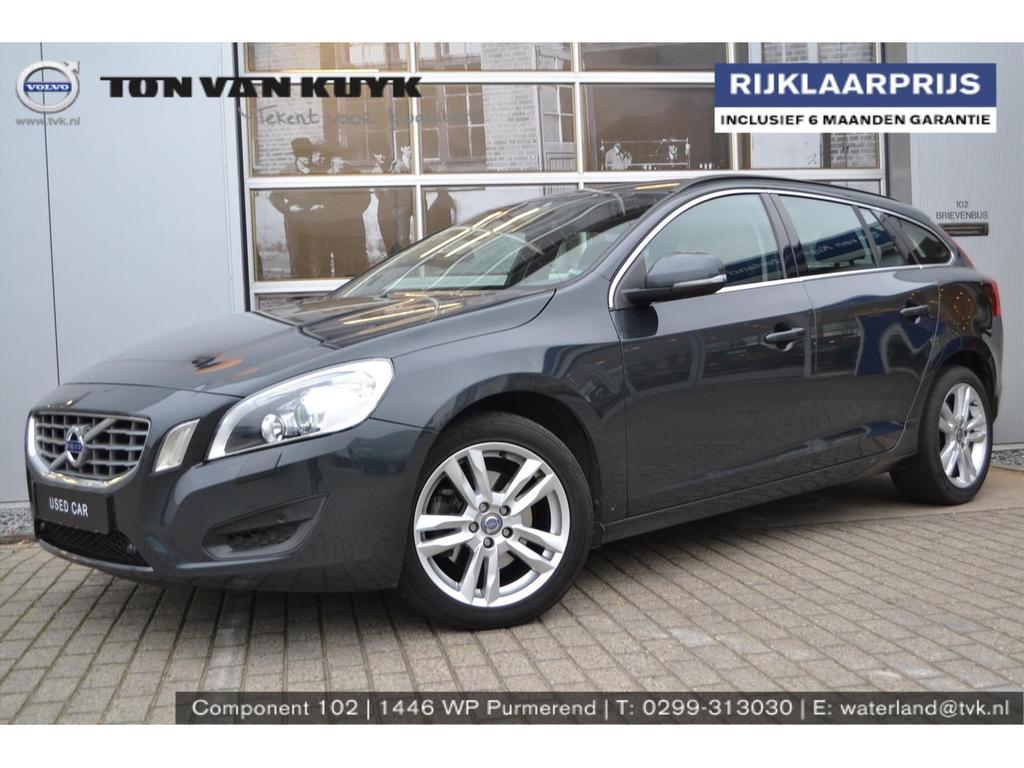 Volvo V60 T4 180pk aut. momentum business pack / trekhaak / xenon / navi /