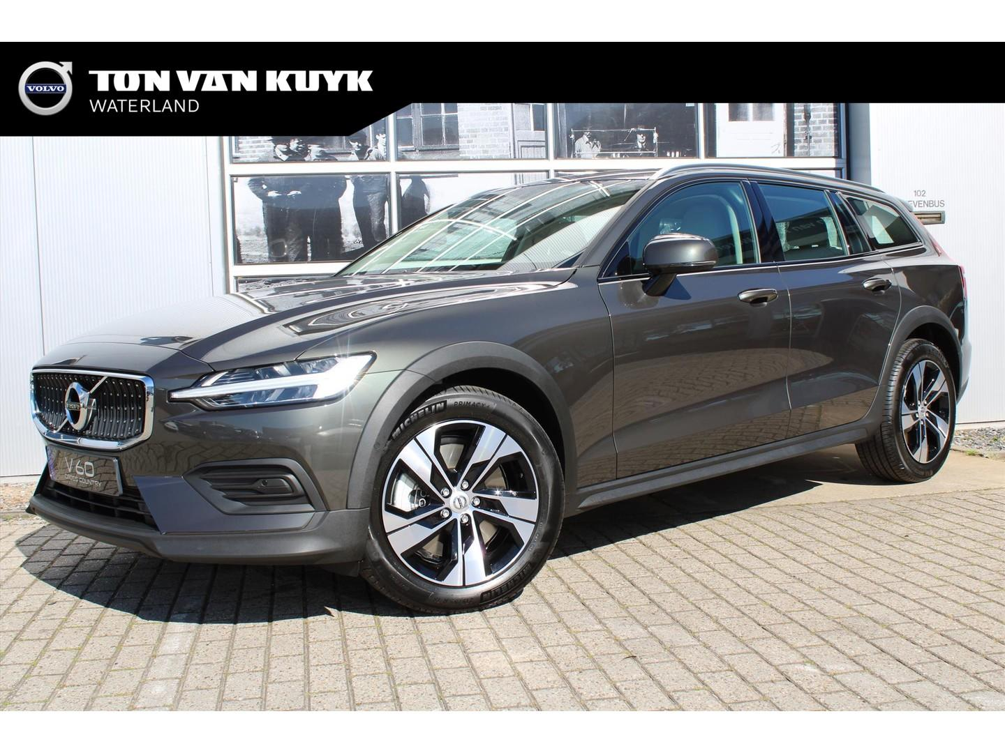 Volvo V60 cross country New t5 250 pk geartronic momentum pro / intellisafe / park assist/