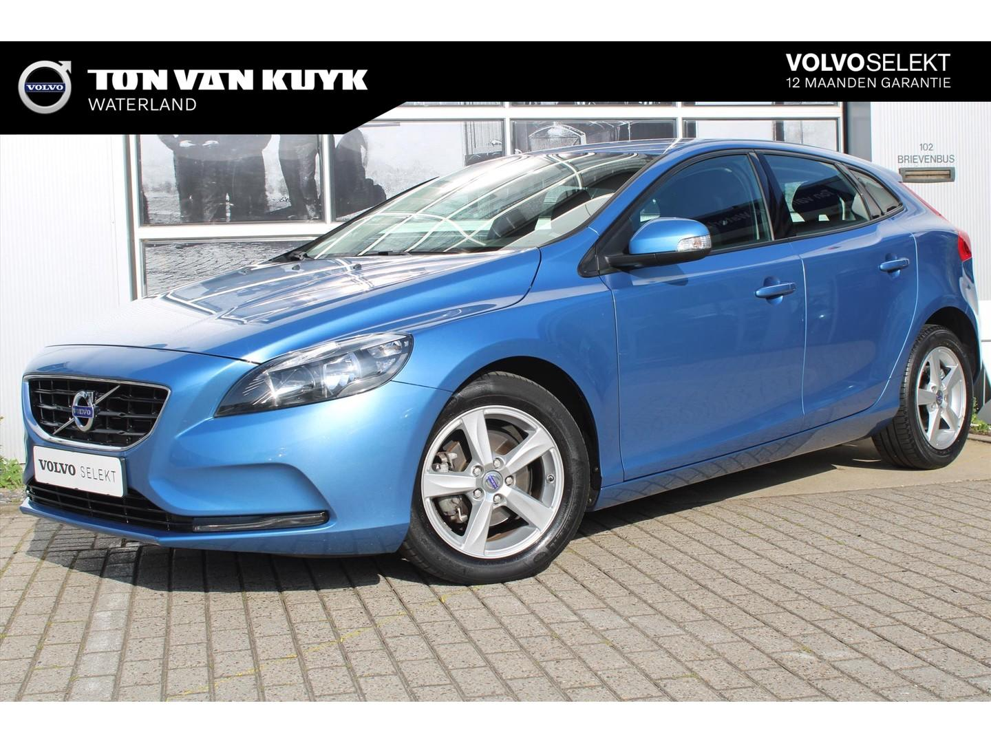 Volvo V40 D2 1.6 114pk base / business pack connect