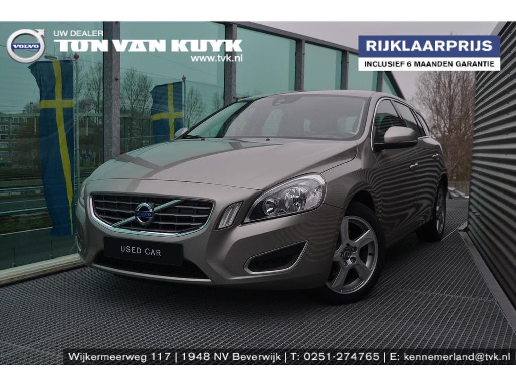 Volvo V60 115pk momentum/navi/tel/trekhaak / volledig dealer onderhouden