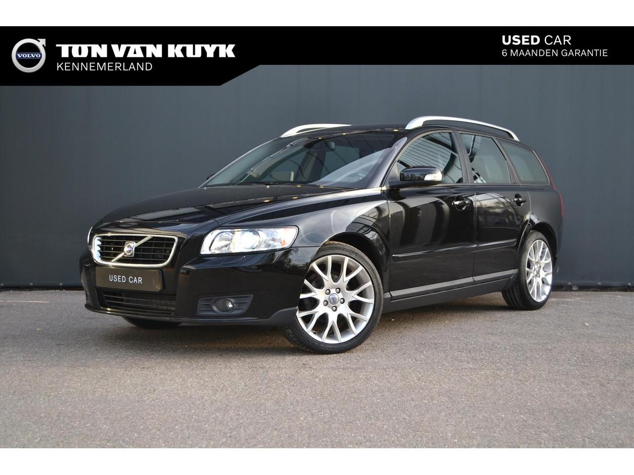 """Volvo V50 1.8 edition ii / navi / leder / 18"""" / roofrails"""