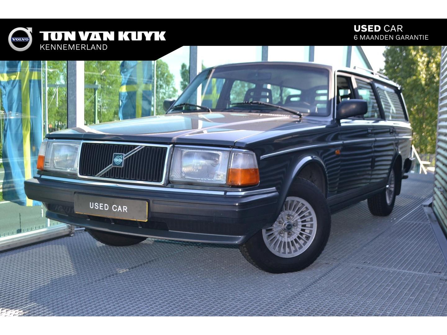 Volvo Volvo 245 polar estate / trekhaak / 3e bank / roofrails / lm velgen
