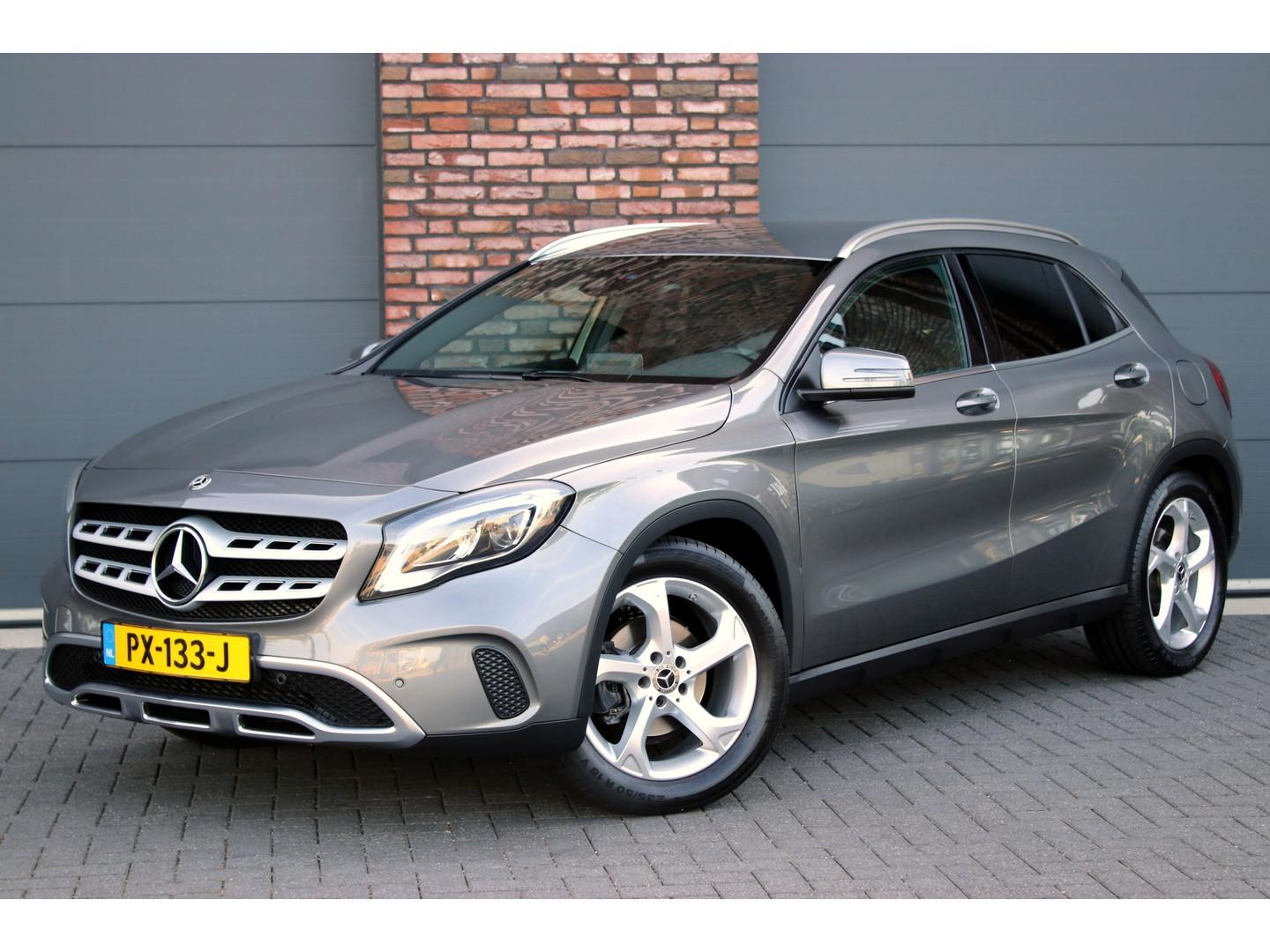 Mercedes-benz Gla-klasse 180 activity edition aut7, groot scherm navigatie, camera, afn. trekhaak, parkeer-assistent, led high perf., spiegelpakket, elek. achterklep, etc.