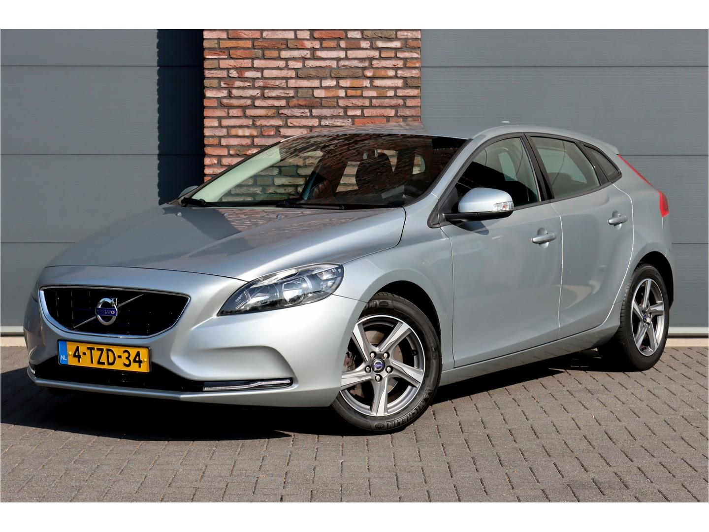 Volvo V40 1.6 t2 kinetic, navigatie sensus connect, high perf. sound, bluetooth, dstc, parkeersensoren, cruisecontrol, aut. airco, etc.