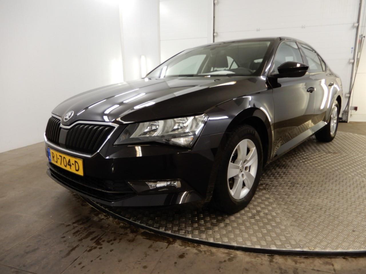 Škoda Superb 1.6 tdi active business *navi+ecc+pdc+cruise*
