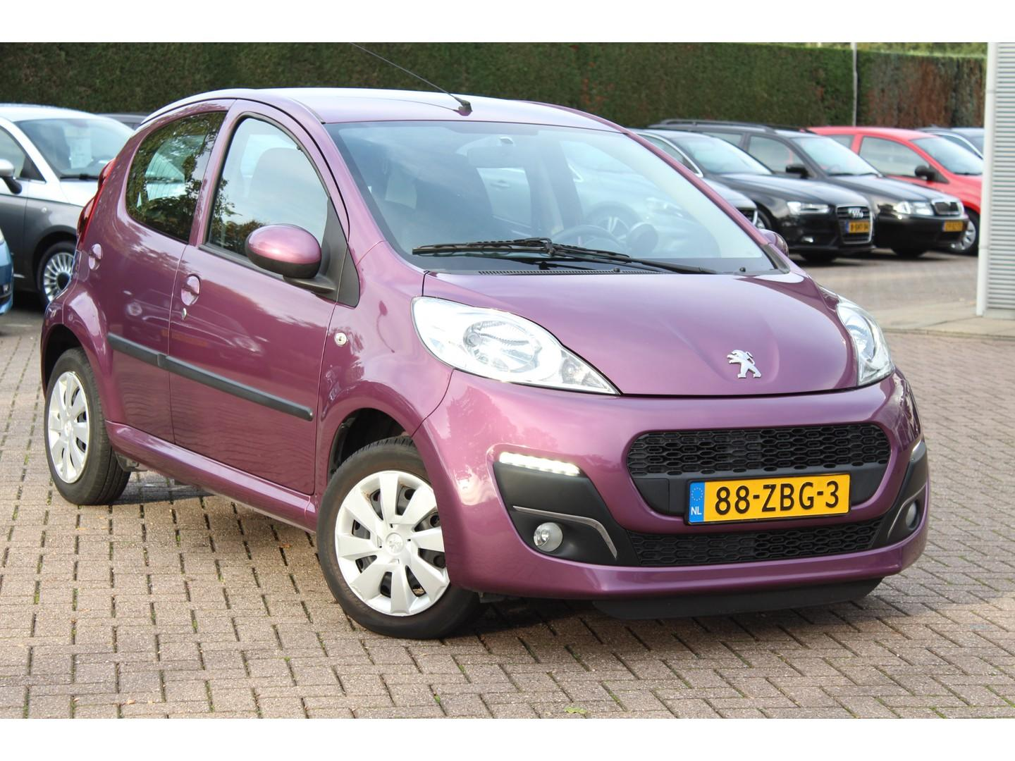 Peugeot 107 1.0 envy 5drs / led verlichting / airco / 72.149 km!