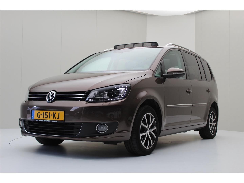 Volkswagen Touran 2.0 tdi 140pk 6-bak highline 7p [ panodak+trekhaak+camera+leder]