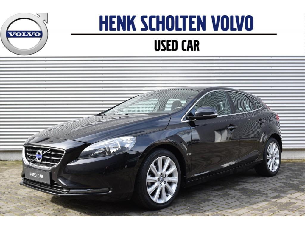 """Volvo V40 D2 115pk momentum navi 17"""" lm trekhaak"""