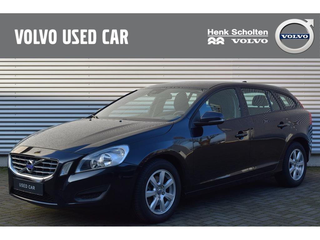 Volvo V60 T3 kinetic navigatie, cruise , trekhaak
