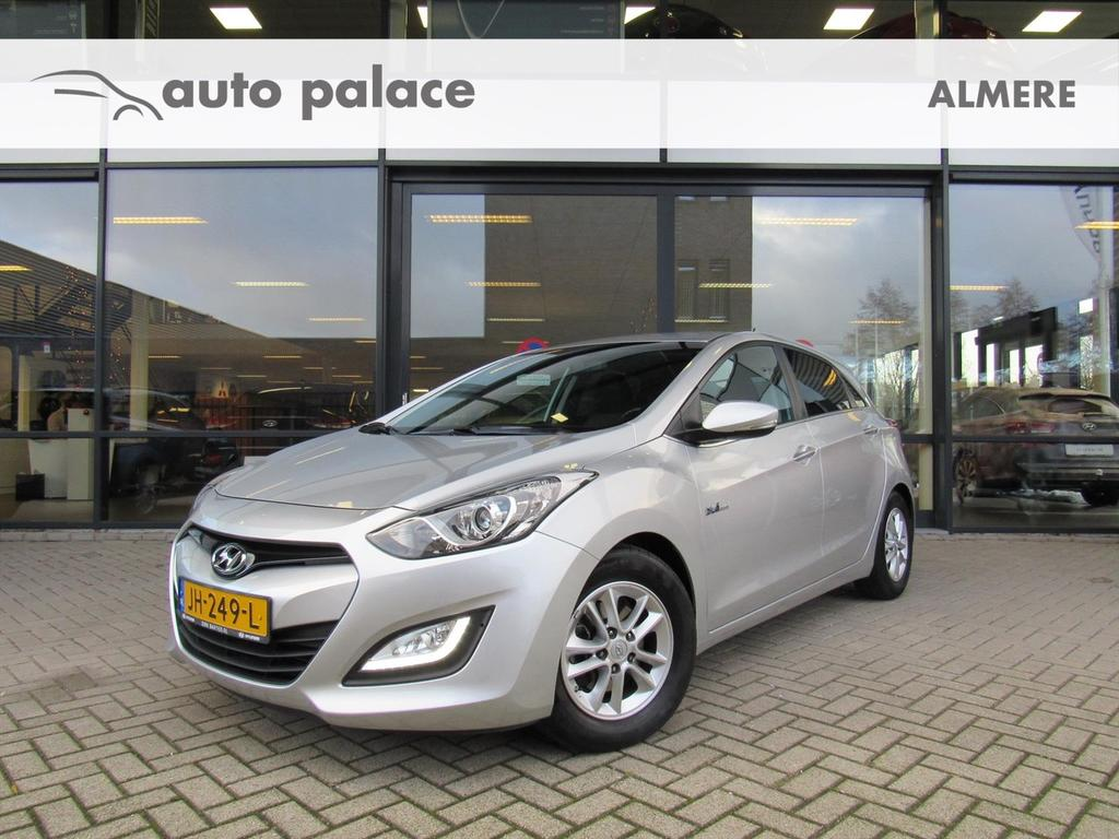 Hyundai I30 1.6 gdi blue 135pk 5d i-motion plus navi, camera