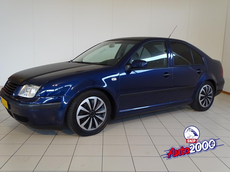 Volkswagen Bora 2.0 85kw comfortline nieuwe apk!