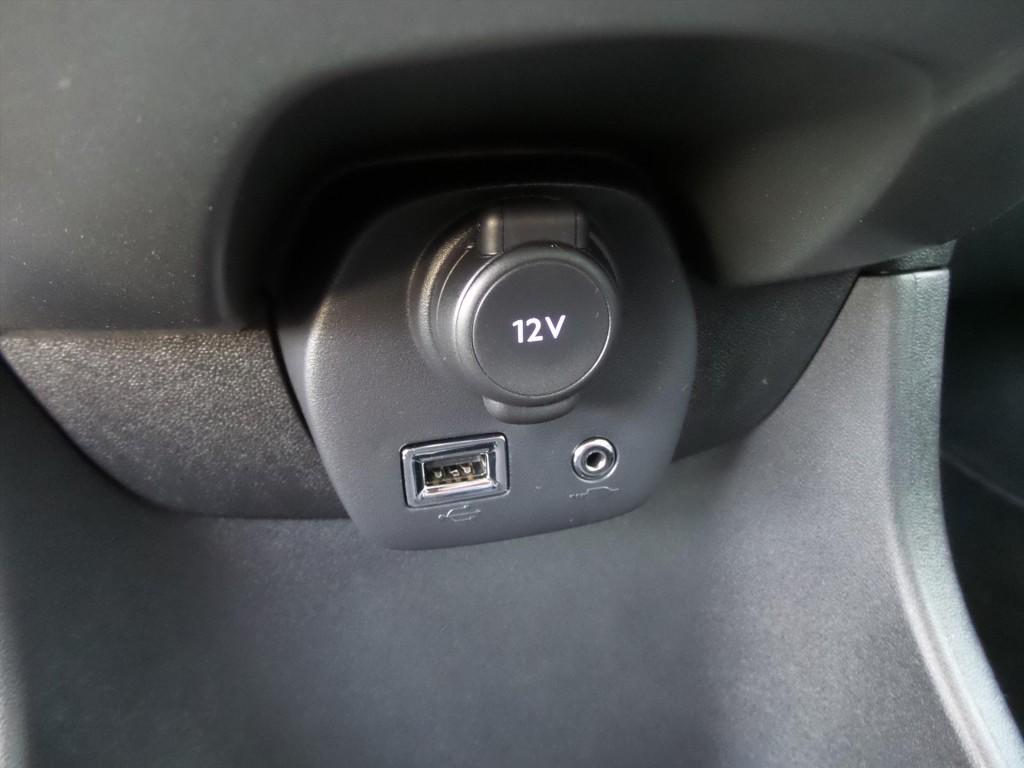 Peugeot 108 1.0 12V E-VTI 68PK 5DR Blue Lion