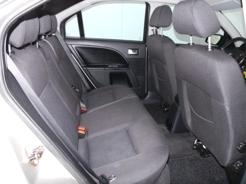 Ford Mondeo 1.8 16V HB Trend CLIMA + CRUISE