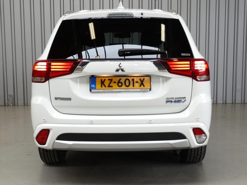 Mitsubishi Outlander 2.0 PHEV 4WD Premium * Standkachel * Demo * Rijklaarprijs!