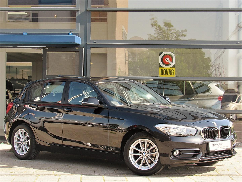"Bmw 1 serie 116i sport line turbo 5 deurs / airco / navigatie / leder sport int / parkeer sensoren / 16"" lm velgen / 1e eigenaar!"