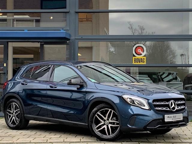 Mercedes-benz Gla 180 urban automaat / navigatie / 8500 km! / lederen int / led / park assist / harman kardon / 1e eigenaar!