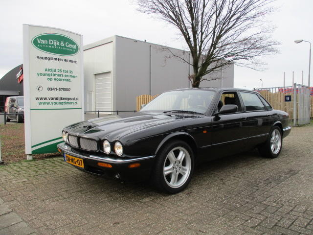 Jaguar Xj 3.2 executive v8