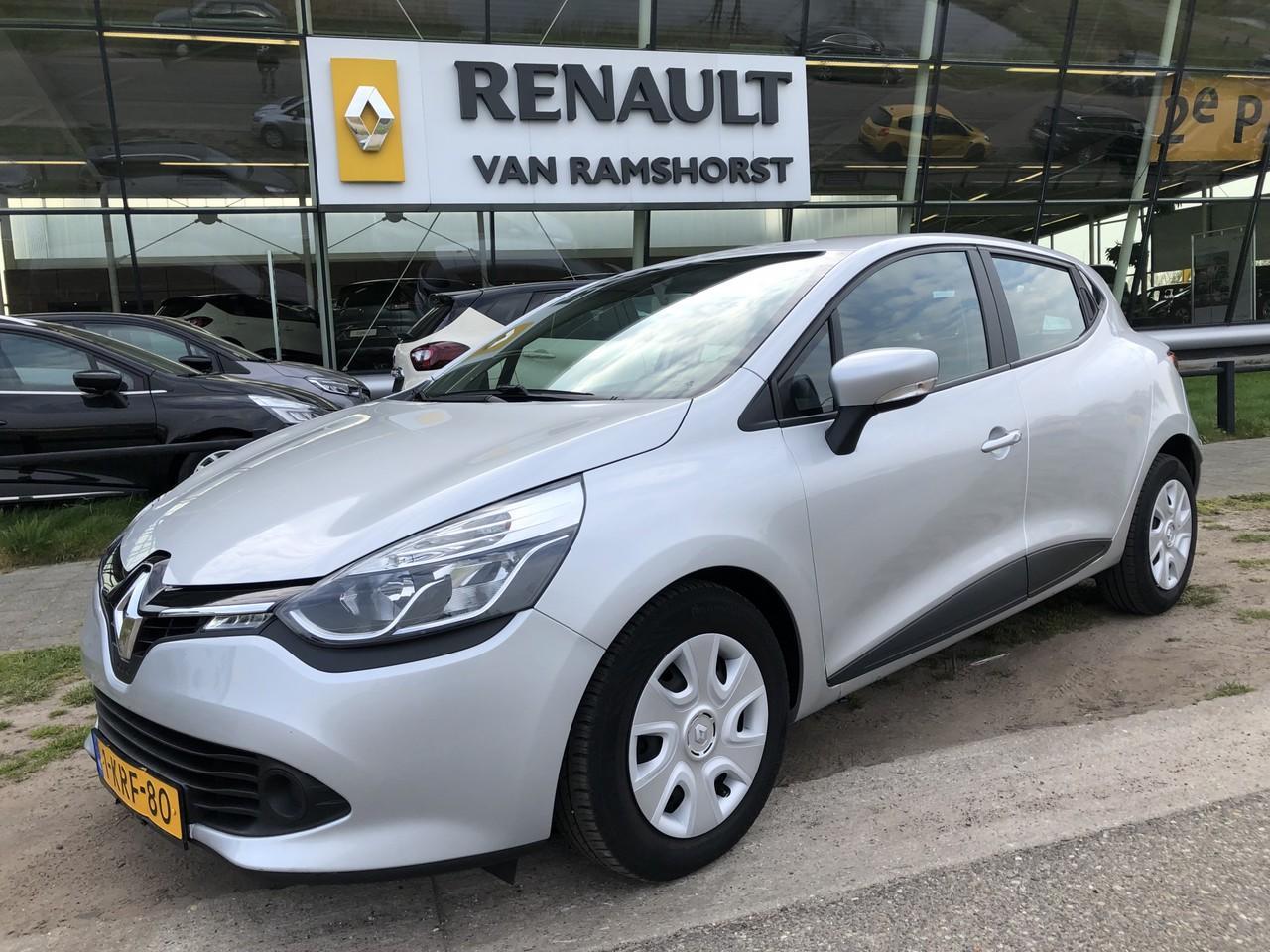 Renault Clio 0.9 tce 90pk expression airco medianav 2e paasdag open 10.00 - 17.00 uur