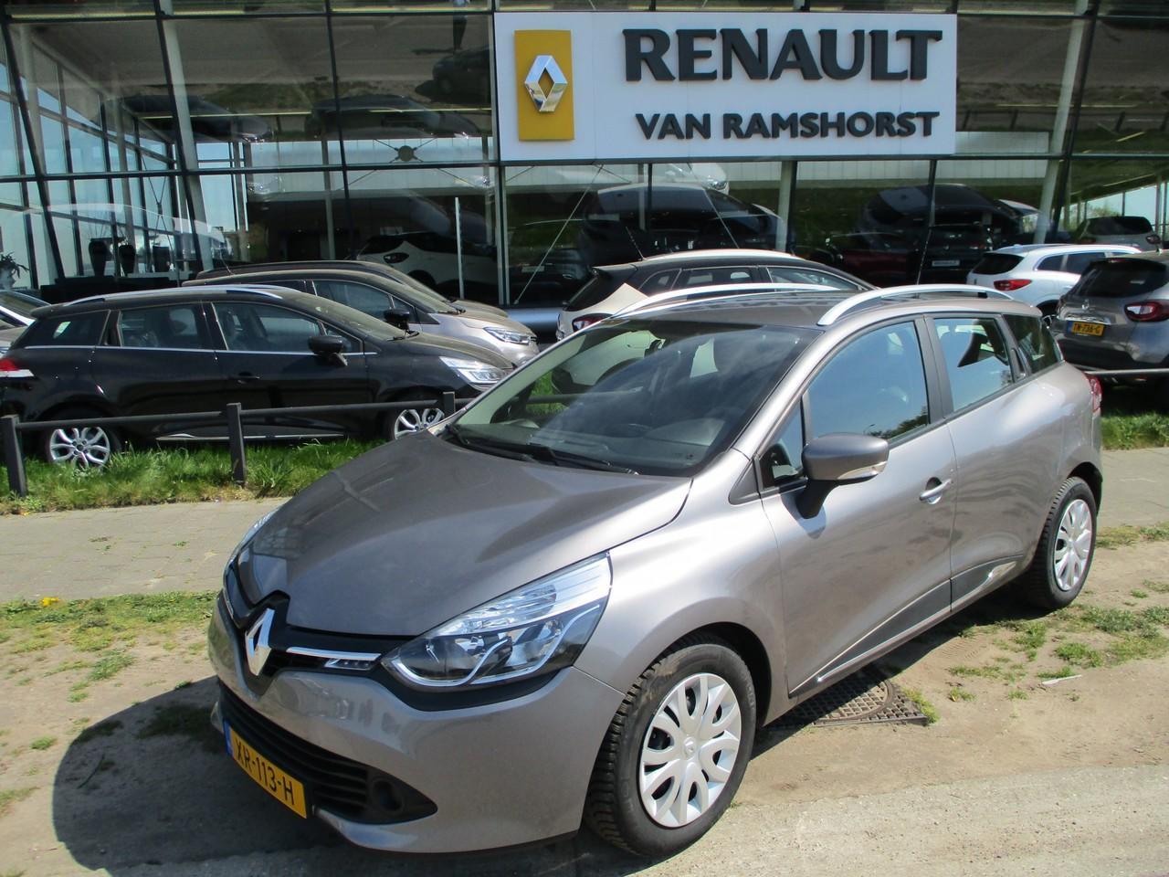 Renault Clio Estate 1.5 dci 90pk eco expression airco medianav 2e paasdag open 10.00 - 17.00 uur