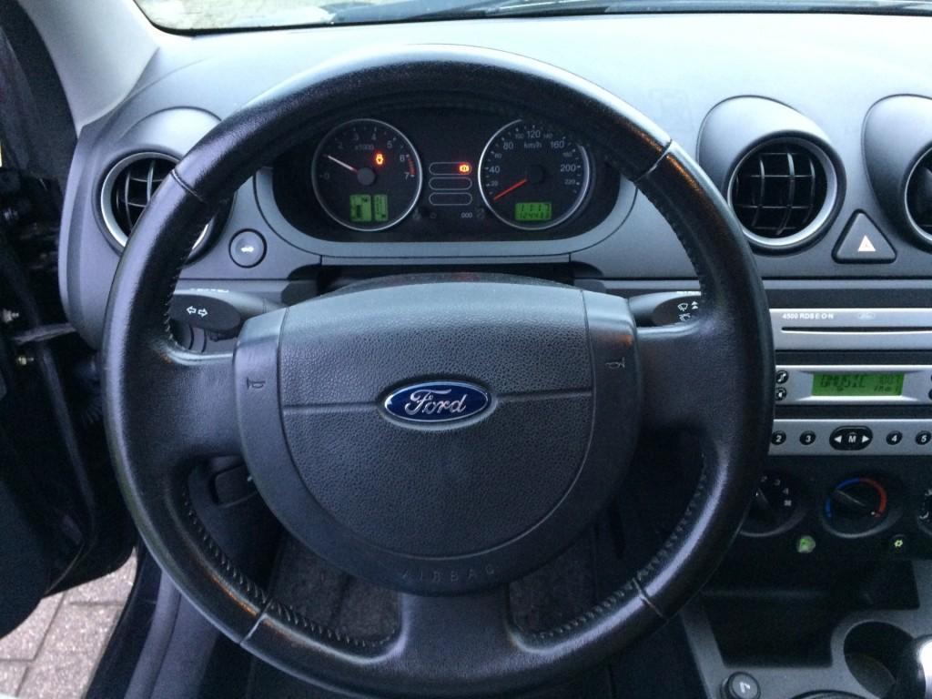 Ford Fiesta 1.4-16V FUTURA GOED onderhouden/GOEDE banden/MOOIE auto
