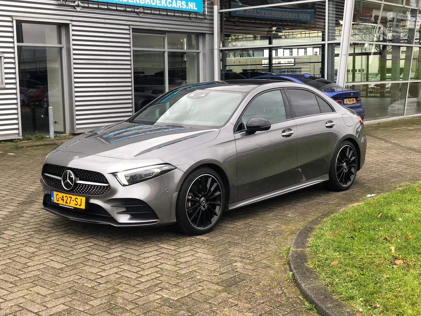 Mercedes-benz A-klasse 200 limousine / amg / pano/ 19' / alle opties / np 56.000!!