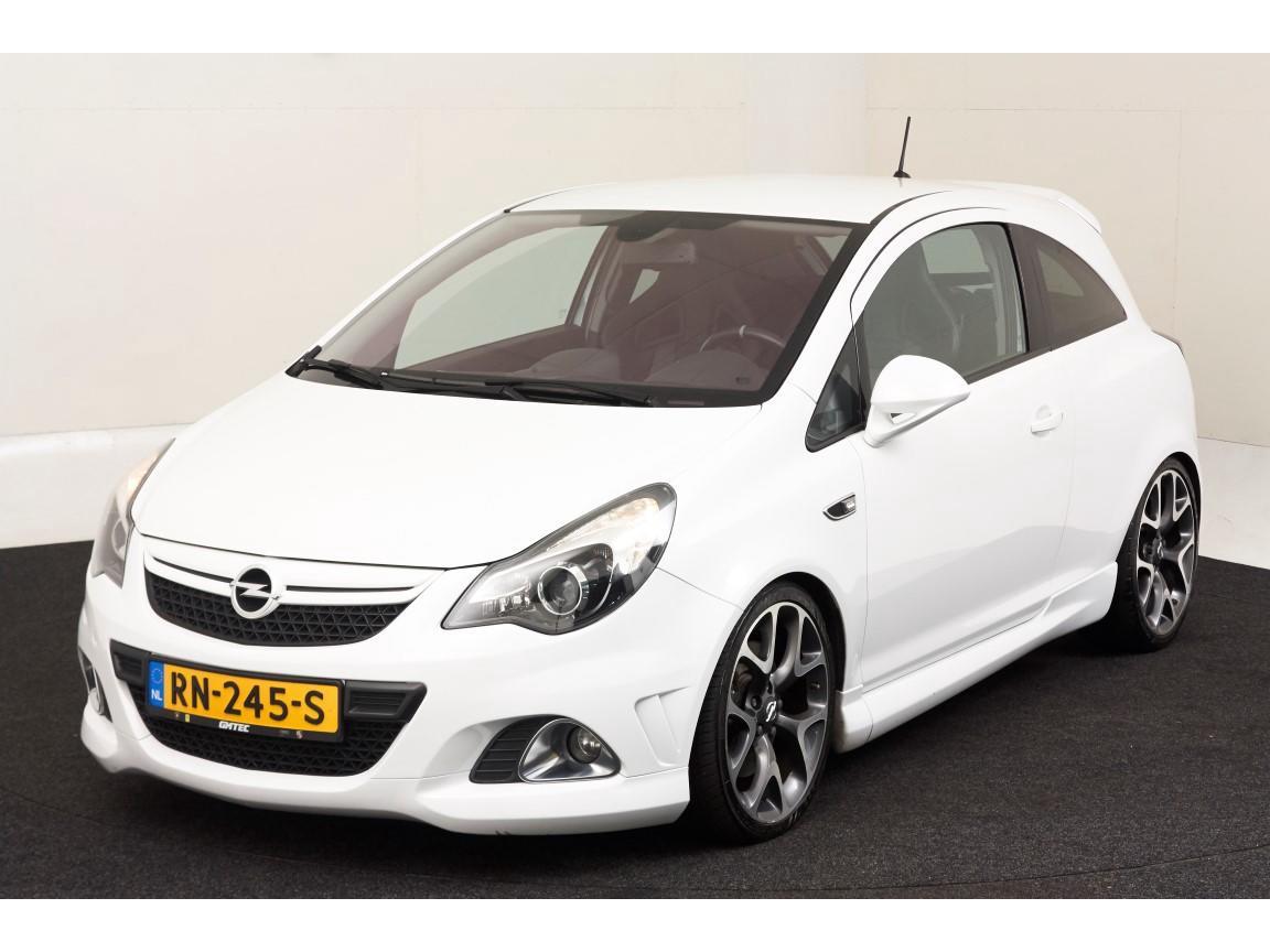 Opel Corsa 1.6-16v turbo opc 192pk / navi / half leer / recaro kuipstoelen / super staat /