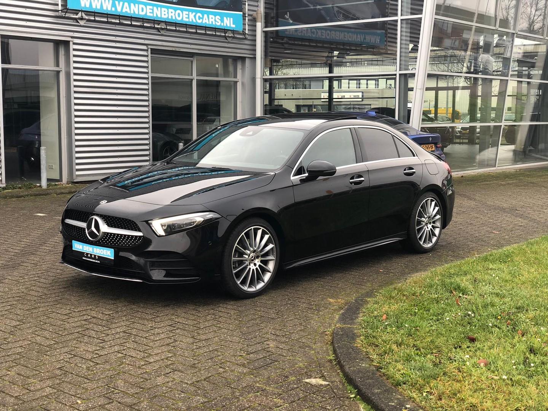"""Mercedes-benz A-klasse 200 amg / pano / 19 """" / ambient / elc stoelen / camera /"""