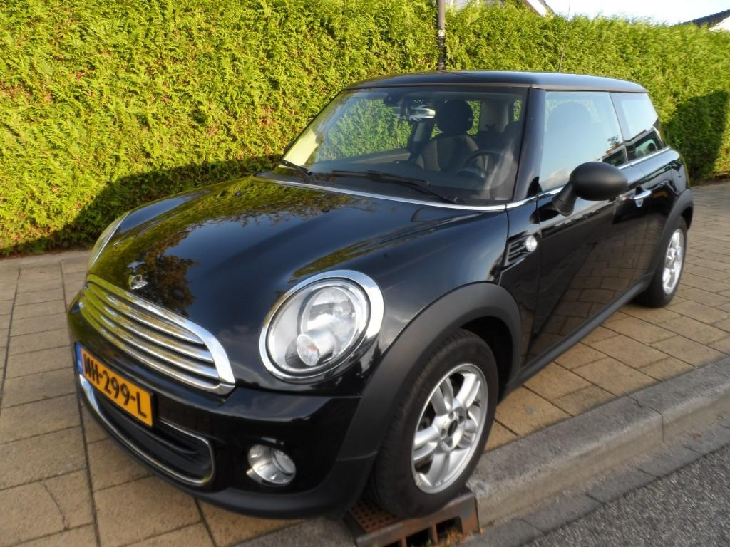 Mini One 55kw jet black - 123384 km - ecc - aux - lmv